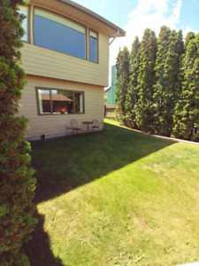 Bright roomy 2 bedroom suite 10 minutes to TRU
