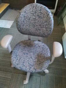 Swivel Office Chair $60      Call or text 721-6577