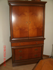 Beautiful Versatile 2pc Italian made Cabinet. Great condition
