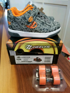 Heelys Boys Youth size 1 shoes