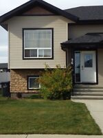 ** 3 BEDROOM TOWNHOUSE FOR RENT IN PENHOLD **