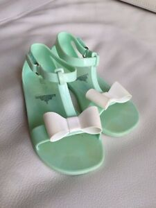 Shoes for a girl, size 18-24 months & size 8 Gatineau Ottawa / Gatineau Area image 3