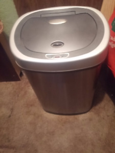 STAINLESS STEEL AUTOMATIC OPENS BY SENCER GARBAGE CAN/