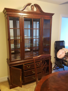 Solid mahogany dining room set , table 4 chairs and Circa 1991