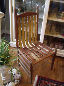 ANTIQUE COLLECTABLE CHAIR