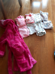 girls 5t house coat and 4 pairs of pjs