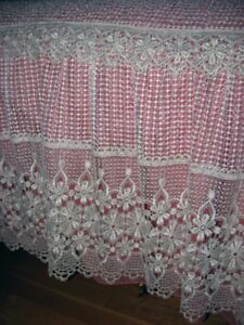 COUVRE LIT -RIDEAUX/TRINGLE ... BED COVER -CURTAINS/ROD