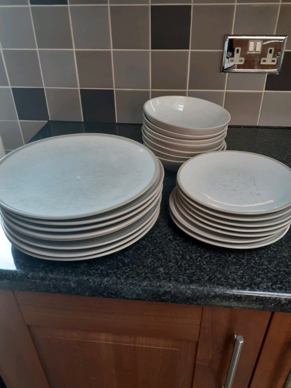 Free dishes. Plates and bowls