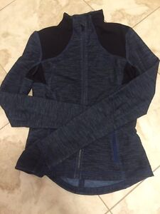 Lululemon size 8 front zip jacket blue black