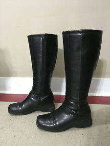Size 9 Womens Black Boots - lightly insulated