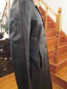 WILSONS LEATHER Black Leather Coat in good condition. Kingston Kingston Area image 3