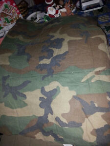 ARMY CAMOUFLAGE TWIN COMFORTER AND 3 ROLLS BORDER