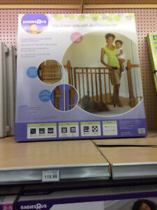 Wood Baby Gate with dual banister kit