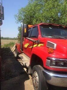 2005 Chevy 6500 tow truck