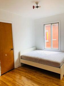Room for rent in Ahuntsic-Cartierville