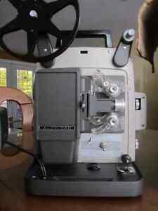 """Projecteur 8mm Bell and Howell """"autoload"""" dans son boîtier origi West Island Greater Montréal image 2"""