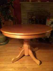 Round dinning room table Cambridge Kitchener Area image 1