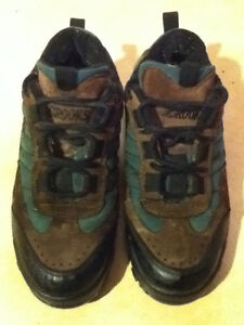 Green & Brown Brooks Sneakers Size 6.5 London Ontario image 2