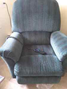 Lazy boy recliner.. with lift motion from seated to stand up. London Ontario image 4
