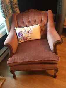 ANTIQUE ACCENT CHAIR St. John's Newfoundland image 3