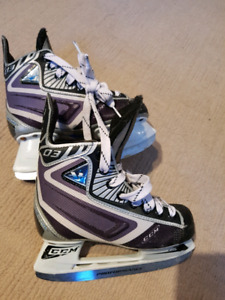 Gently used boys size 1 skate