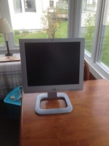 "HP f1703 17"" Flat Screen Computer Monitor"