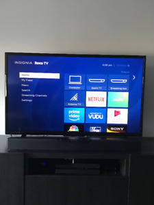 """Selling 40"""" Insignia Roku Smart TV Excellent Condition"""