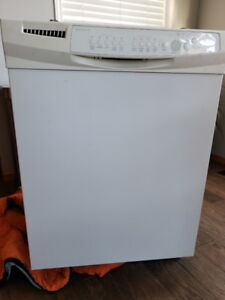 White Whirlpool Dishwasher for Sale!