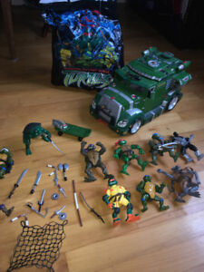TEENAGE NINJA TURTLE BATTLE TRUCK AND FIGURES