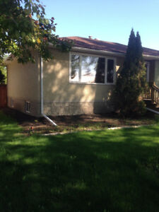 2 bedroom main floor with backyard Argyl - $1350 incl utilities!