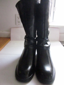"""Very Gently Used LADIES """"WEATHER GUARD"""" WINTER BOOTS - Size 10!!"""