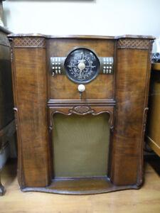1939 Vintage working floor model radio