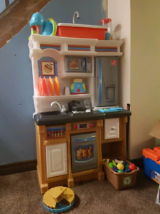 Play kitchen with accessories