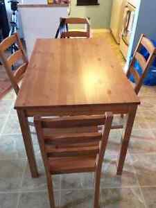 Kitchen table / chairs
