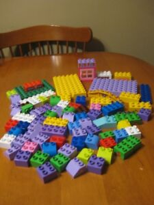MEGA BLOKS LOT OF 81 PIECES COMPATiBLE WITH DUPLO LEGO