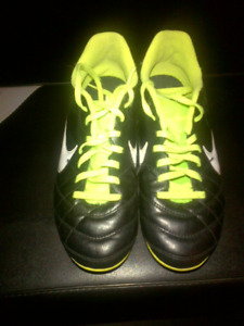 Girls Nike Cleats-Size 4
