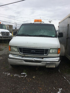 2004 Ford E-350 Fourgonnette, fourgon Saguenay Saguenay-Lac-Saint-Jean image 1