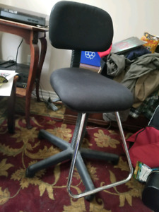 Artists / Drafting desk chair