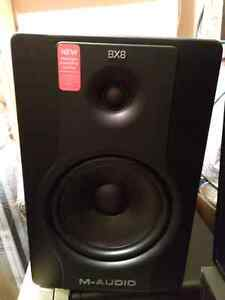 M-Audio BX8 D2 8-Inch Active 2-Way Studio Monitor Speakers