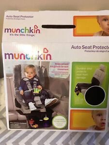 NEW Munchkin auto seat protector (to put under car seat)