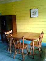 Hardwood kitchen table w/ 4 chairs and leaf