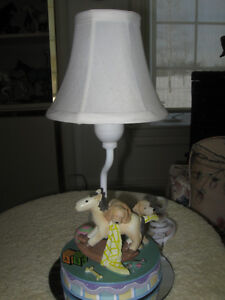 HEAVY VINTAGE CHILD'S BEDROOM / PLAYROOM TABLE LAMP.