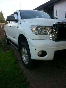FOR SALE  TOYOTA TUNDRA 2008 ONLY 150,000 KILOMETERS