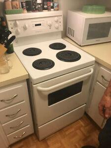 Frigidaire stove LIKE NEW