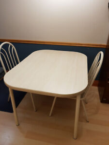 KITCHEN TABLE & 4 CHAIRS...GREAT CONDITION...$100