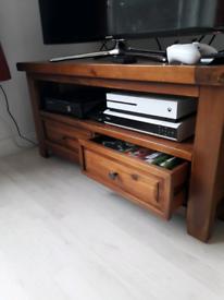 Doling oak TV stand