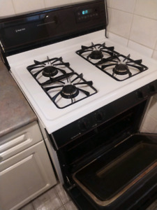 Gas Range Stove with Hood Range. In good condition.