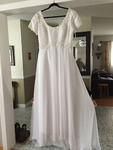 Beautiful Classic Lace and Beaded Wedding Dress for Sale!!!