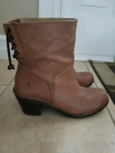 Frye Carmen rear laced leather boots size 9