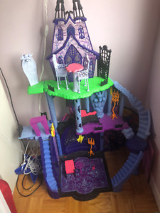 Maison de Barbie Monster High